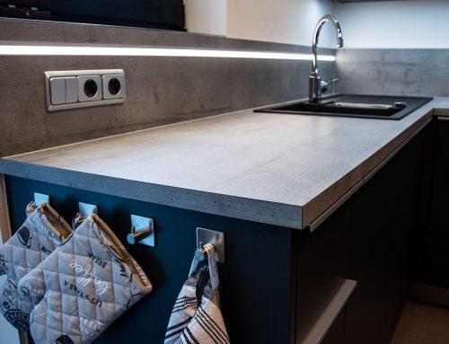 Küchenkombination mit kontrastrierter Arbeitsplatte, extrem robust