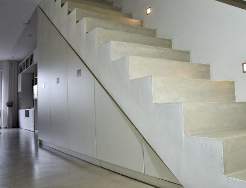 Treppenunterkonstruktuktion, Einbauschrank unter der Treppe