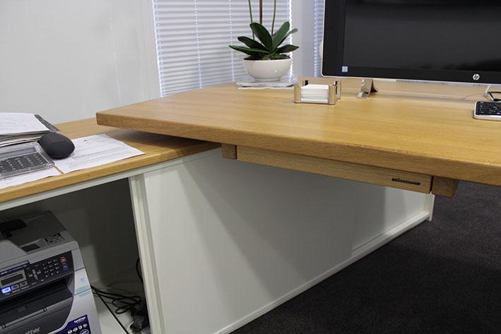 Büromöbel aus Massivholz